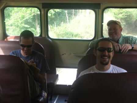 De derecha a izquierda, los instructores Keith Larson, Pablo Herrera y Bob Frey.